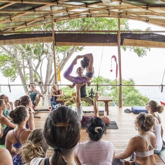 accroyoga yogini rebelle